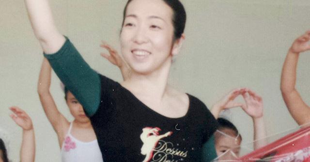 バレエをしている女性